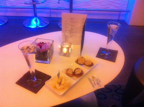 Hotel Oceania Saint Malo:                                                       Coupe de champagne offert