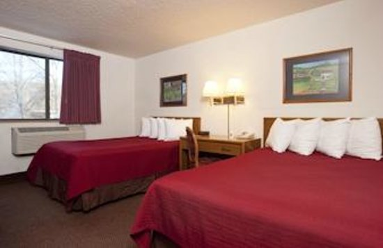 Super 8 Brattleboro: Standard Two Double Bed Room