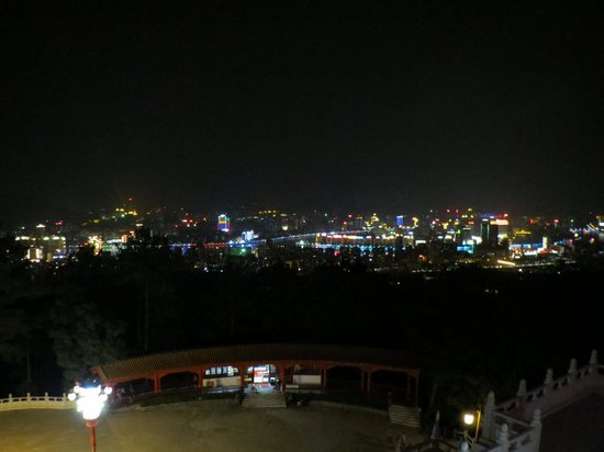 Shaoguan Forest Park :                   View at night from the hill