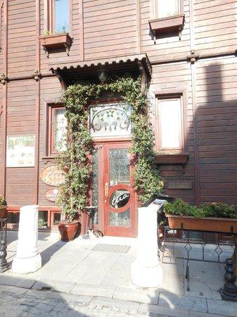 Tria Hotel:                   ingresso