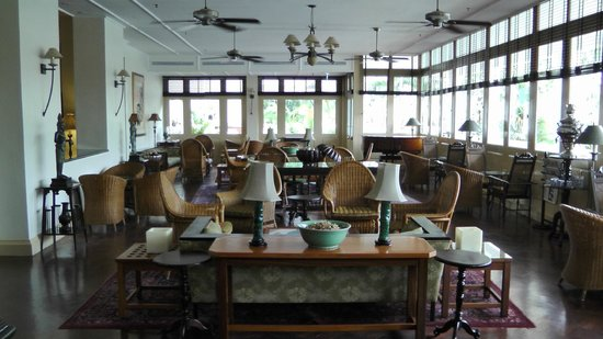 Raffles Grand Hotel d'Angkor:                                     breakfast area