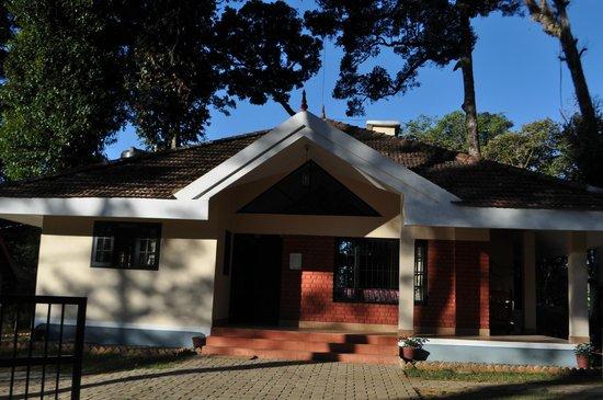 Pulimoottil Estate :                   Bungalow B2