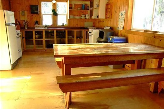 HI-Mosquito Creek Wilderness Hostel: Dining Area