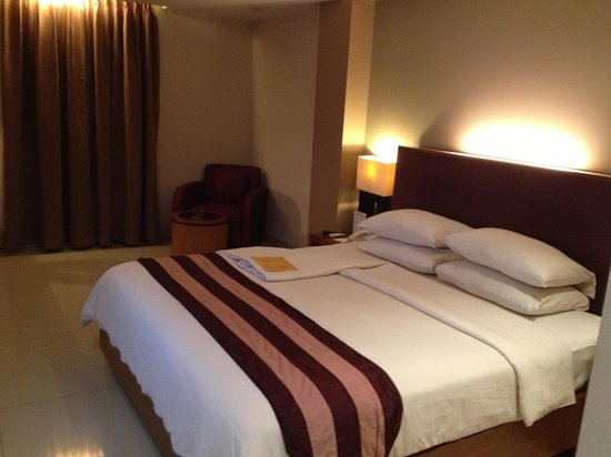 Anggrek Shopping Hotel:                   Spacious room