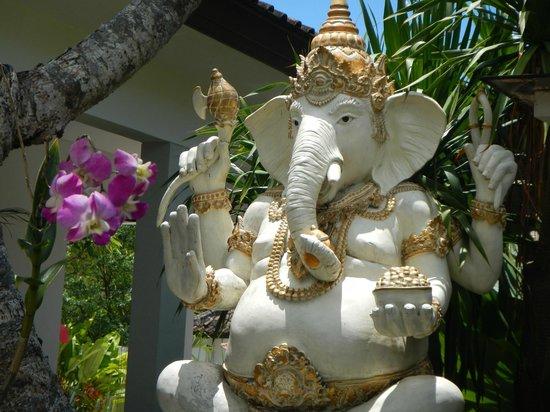 Rama Residence Petitenget:                                     hotel grounds