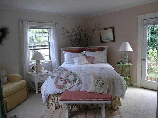 Coast Inn Bed and Breakfast Photo