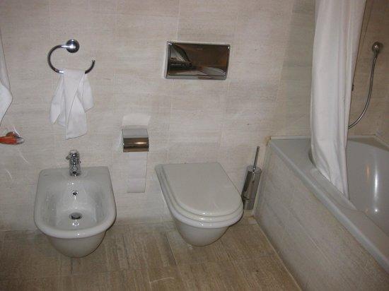 NH Milano Grand Hotel Verdi:                   Il nostro bagno