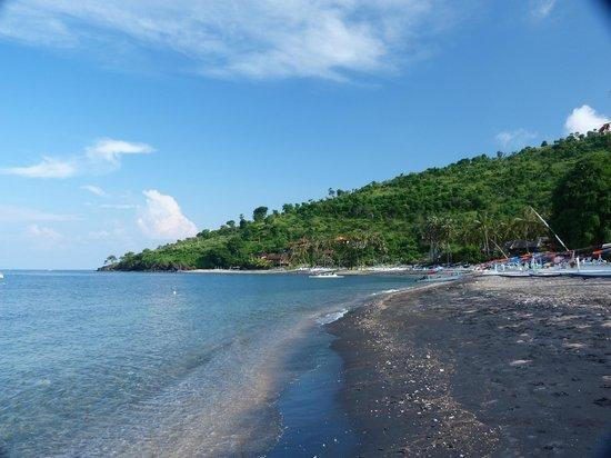 Bali Bhuana Beach Cottages:                   playa del hotel
