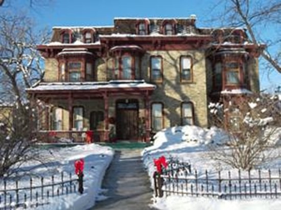 Jesse Stone House Bed & Breakfast Photo