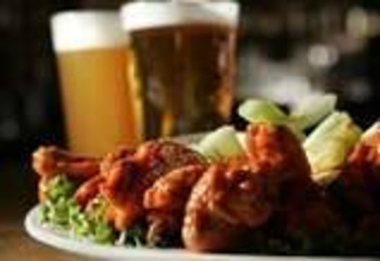 Hampton Inn & Suites Murfreesboro: Wings & Beer - Guest Appreciation Reception