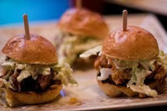 Hampton Inn & Suites Murfreesboro: BBQ Sliders at Weeknight Guest Appreciation Reception