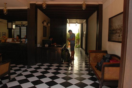 Hotel Khamvongsa:                   Registration desk