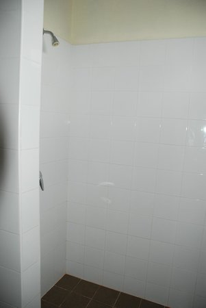 Hotel Khamvongsa:                   Open shower