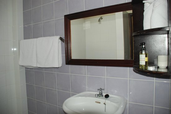 Hotel Khamvongsa:                   Bathroom - simple but clean