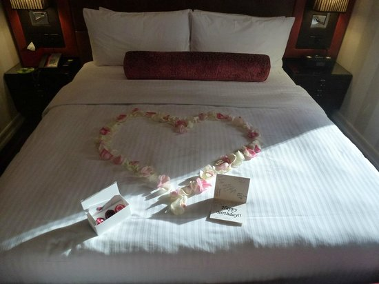 Sanctuary Hotel New York :                   King Deluxe Room - Petals & Birthday Card