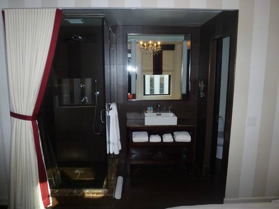 Sanctuary Hotel New York :                   King Deluxe Room