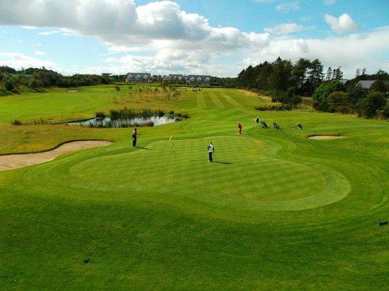 Leannan Boathouse: 9 hole Golf Course