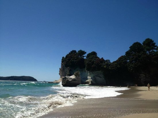 Cathedral Cove Kayak Tours:                   Arriving at Cathedral Cove