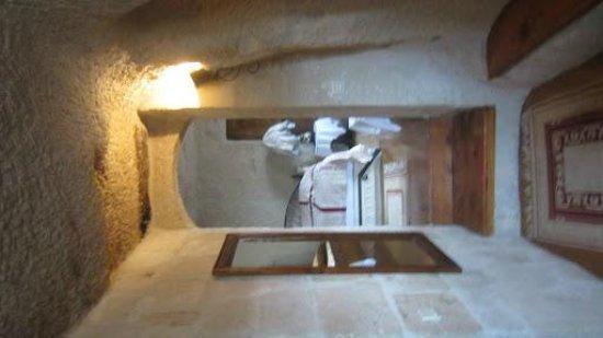 Cappadocia Cave Suites:                   hallway into room