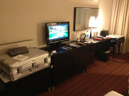 Park Hotel Hong Kong:                   TV area
