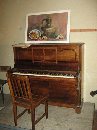 La Petite Auberge  de Saint-Sernin: Piano