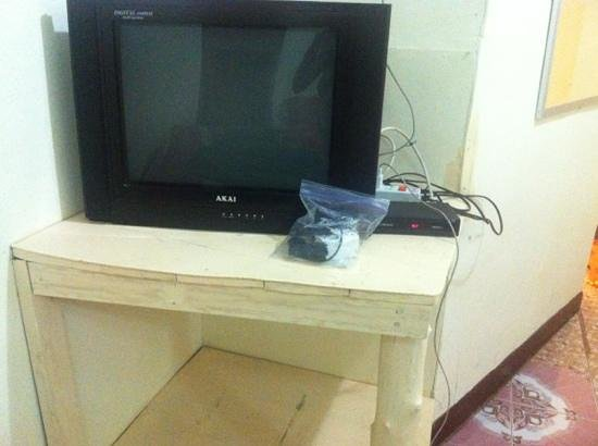 Lanta Lantern Guest House:                   tv and table