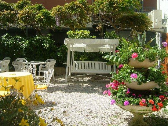 Hotel Zonzini : Il giardino