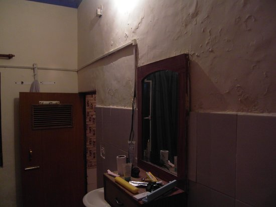 Hotel Saniya Place:                   Mould on walls