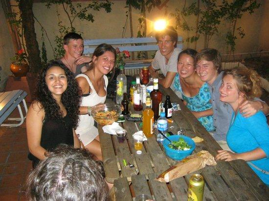 La Petite Auberge  de Saint-Sernin: Espace commun exterior