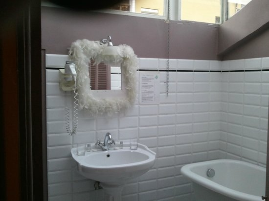 Hotel le Romanesque:                   SALLE DE BAIN