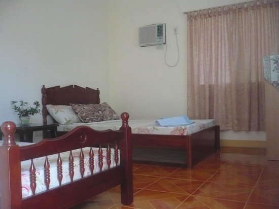 Malonzo Pension House: Twin Bed Room