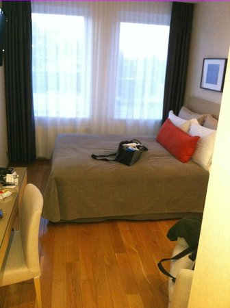 Hilton Reykjavik Nordica:                   room