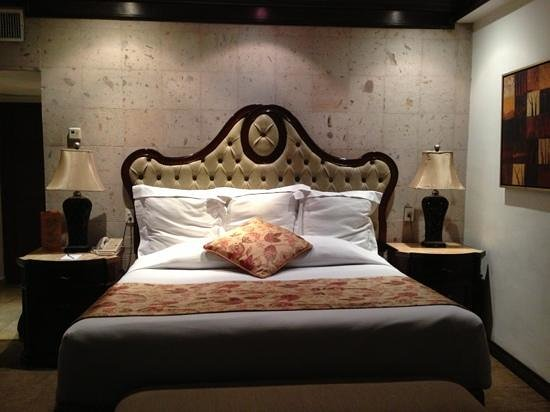 Hotel Real de Don Juan:                   king size bed