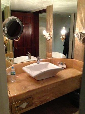 Hotel Real de Don Juan:                   bathroom