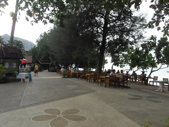 Krabi Resort:                   beach restaurant