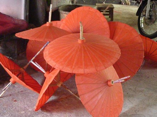โรงแรมเดอ ชาย เดอะโคโลเนียล:                   Renting a tuk tuk to visit the umbrella village