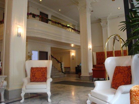 Hotel Vertigo:                   Lobby