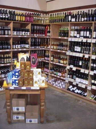 Ben's Organic Farm Shop and Cafe: Fantastic wine. Local Beer & Cider