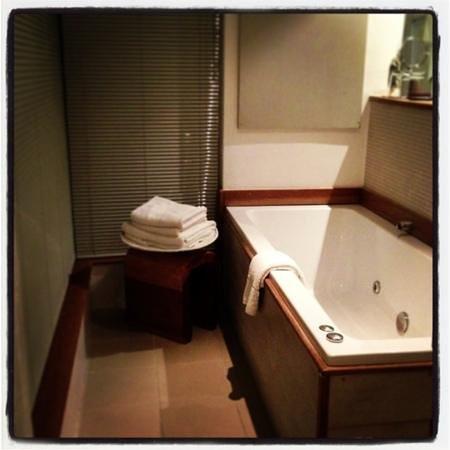 واليسونج لودج:                   Bathroom wedding suite                 