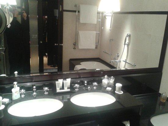 โรงแรมแอดลอน เคมปินสกี:                   Bad