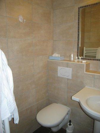 Hotel Ulysse Montpellier Centre :                   salles de  bain /  tolette
