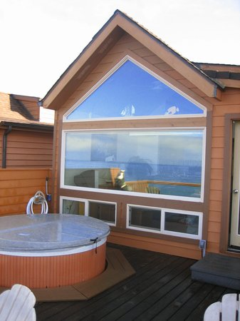 White Rock Resort: hot-tubs on every deck