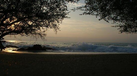 Ao Nuan Bungalows:                                     Ao Nuan Beach