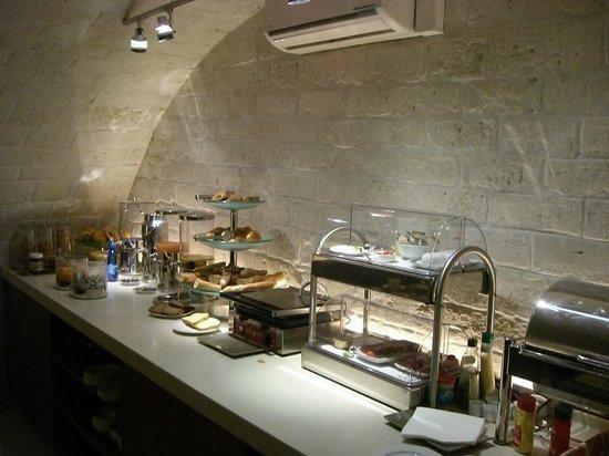 9HOTEL OPERA :                   Frühstücksbuffet