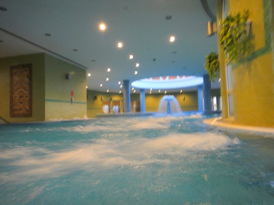 Crowne Plaza Jordan - Dead Sea Resort & Spa:                   Jacuzzi all over