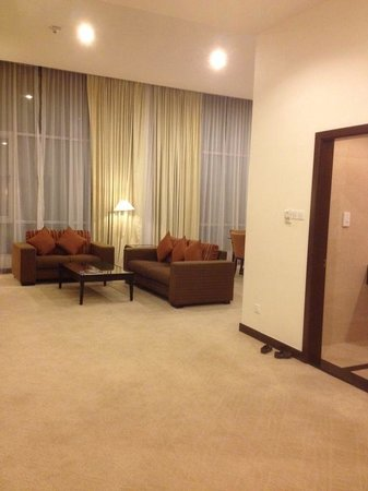 Holiday Inn Melaka:                   Suite living room