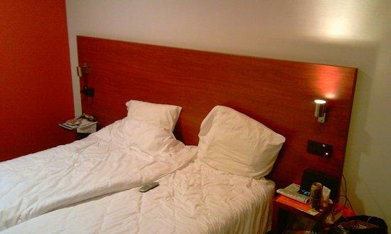 Century Hotel:                   bed