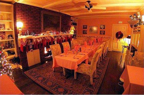 Mary S Restaurant Library Room