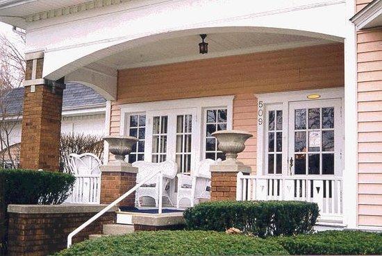 Mary's Restaurant: Mary's Front Porch