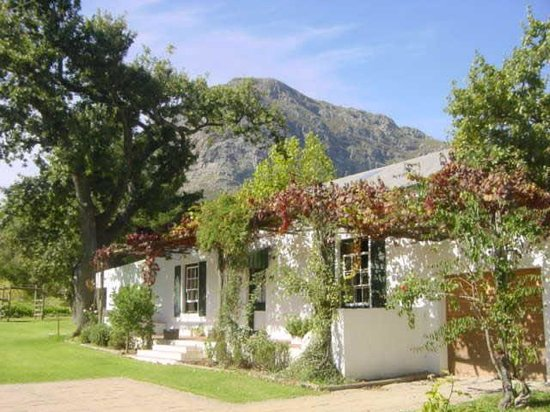 Bo La Motte Farm Cottages: Oak Cottage